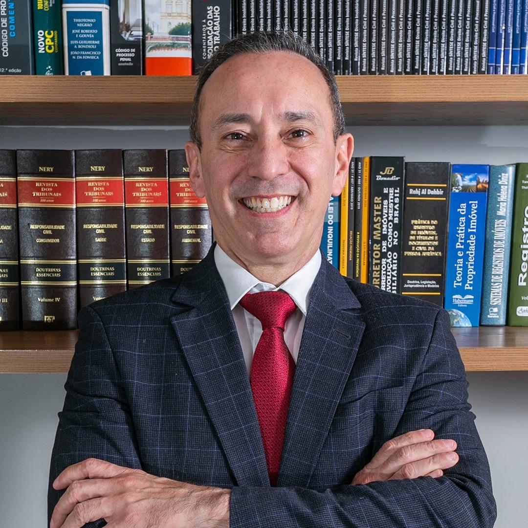 luiz-ribeiro-advogado-especialista-direito-condominial-imobiliario
